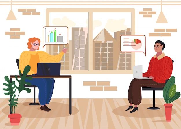 Desenvolvedor com laptop discuss data statistics
