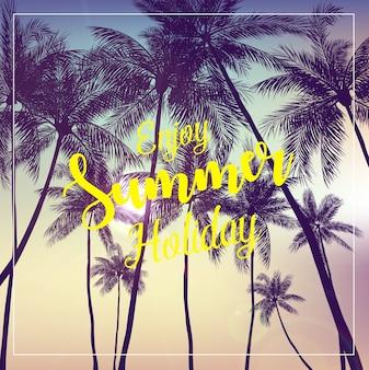 Desfrute de cartaz de férias de verão com fundo de árvores de coco