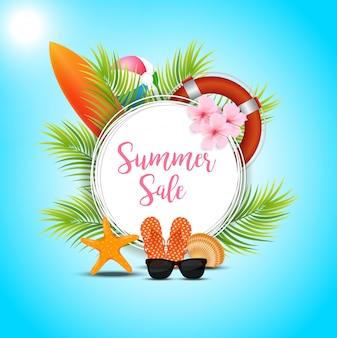 Design de banner de venda de verão com elementos de praia colorida