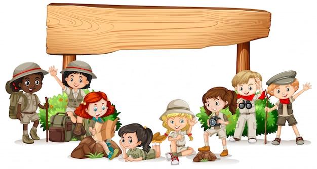 Design de banner em branco com crianças felizes