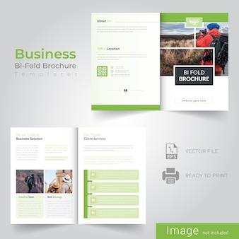 Design de brochuras bifold verde