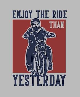 Design de camiseta aproveite a viagem do que ontem com ilustração vintage de homem andando de moto