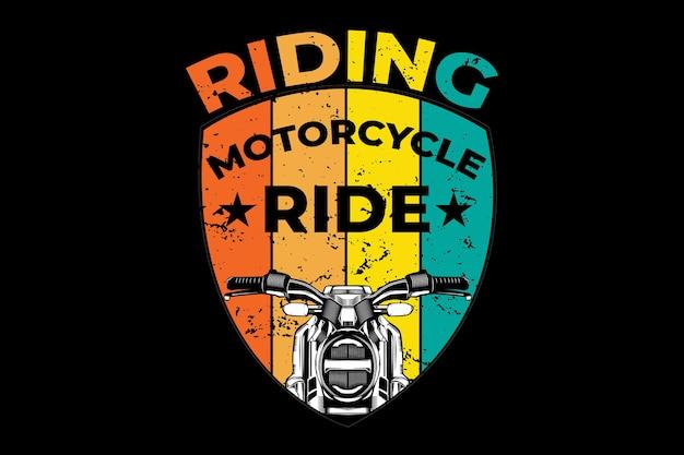 Design de camiseta com passeio de motocicleta em estilo retro vintage