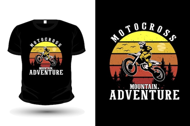 Design de camiseta com silhueta de mercadoria de motocross de aventura na montanha
