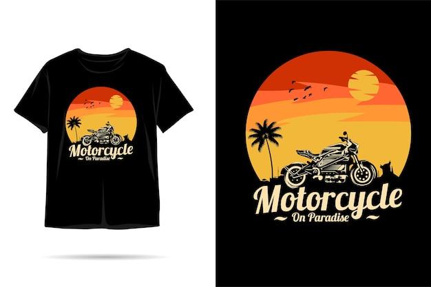 Design de camiseta com silhueta de motocicleta no paraíso
