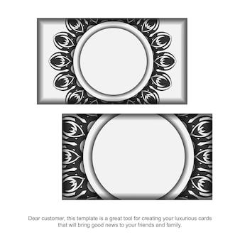 Design de cartão de visita cores brancas com ornamento de mandala. cartões de visita elegantes com espaço para o seu texto e padrões pretos.