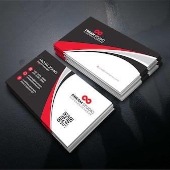 Design de cartão de visita de forma vermelho