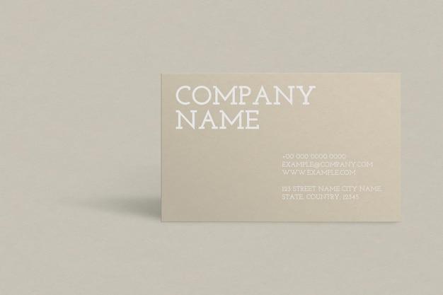 Design de cartão de visita em tom dourado