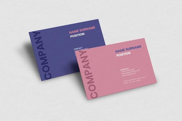 Design de cartão de visita simples em rosa e roxo com vista frontal e traseira