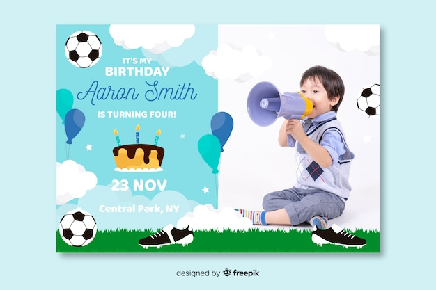 Design de convite de aniversário infantil com foto