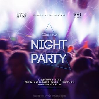 Design de convite de festa com multidão