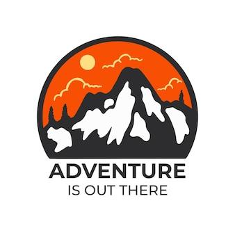 Design de crachá de aventura na montanha