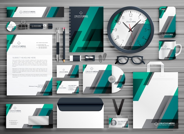 Design de design de vetores de papelaria comercial para sua marca