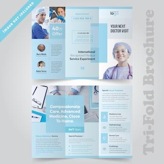 Design de folheto com três dobras médicas mínimo para hospital