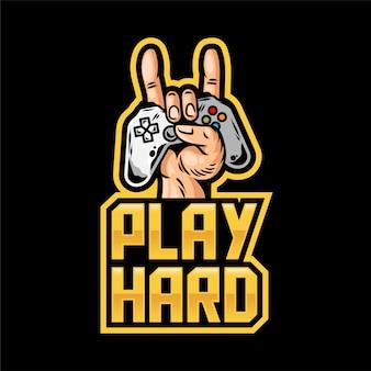 Design de impressão de vestuário para jogadores e geeks com a mão, que mantém o joystick do gamepad moderno.