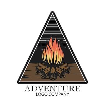 Design de logotipo campfire para crachá de logotipo e outros usos