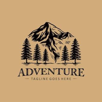Design de logotipo de alpinismo de aventura ao ar livre