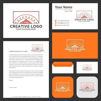 Design de logotipo de aventura no pico da montanha vector premium