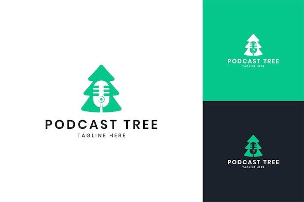 Design de logotipo de espaço negativo de árvore de podcast