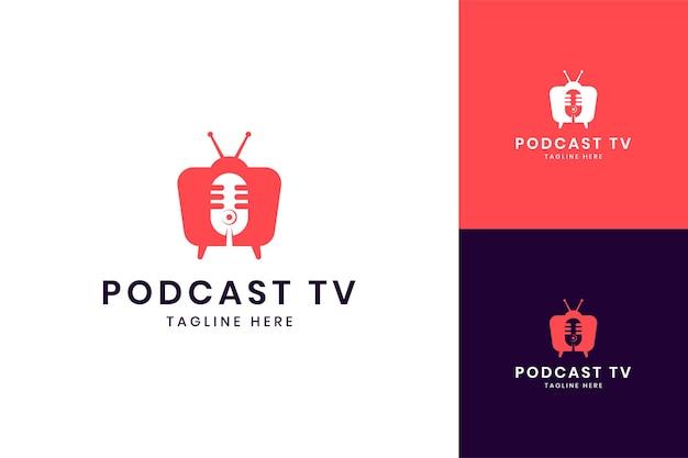 Design de logotipo de espaço negativo de televisão de podcast