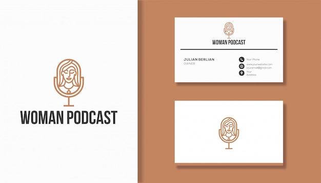 Design de logotipo de podcast de mulher. microfone e mulher enfrentam combinação de logotipo.
