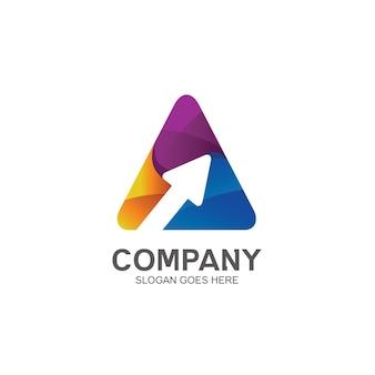 Design de logotipo de triângulo e seta