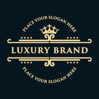 Design de logotipo decorativo floral luxo ouro monograma vintage com modelo de coroa