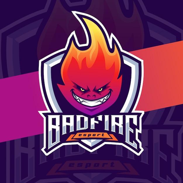 Design de logotipo esport de mascote de fogo ruim