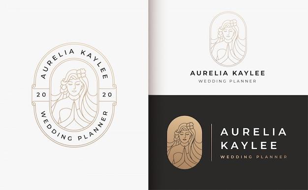 Design de logotipo gradiente de salão de cabeleireiro mulher ouro