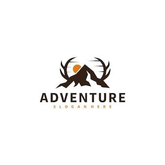 Design de logotipo rústico vintage retrô de montanha e logotipo de veado