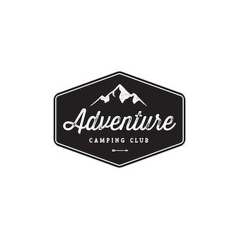 Design de logotipo vintage de montanha de distintivo