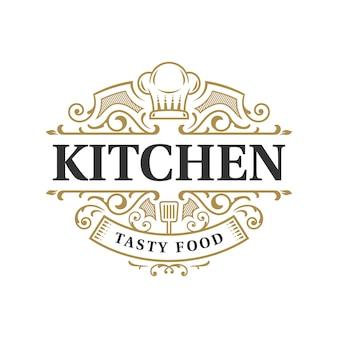 Design de logotipo vintage ornamentado de tipografia de restaurante de cozinha com símbolo de chapéu de chef