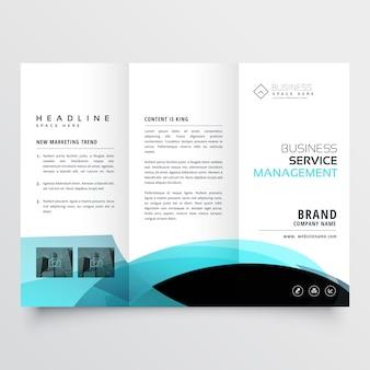 Design de modelo de folheto com três dobras de negócios
