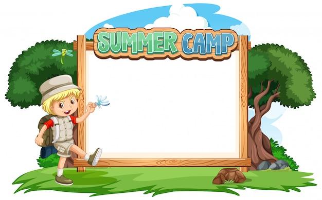 Design de modelo de fronteira com menino no fundo do acampamento de verão