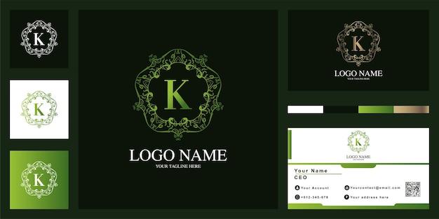 Design de modelo de logotipo de quadro de flor de ornamento de luxo letra k com cartão de visita.