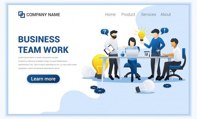 Design de negócios com pessoas trabalha na mesa, tendo a idéia de soluções. liderança empresarial, cooperação, parceria, metáfora da equipe, símbolo de trabalho de equipe. ilustração plana