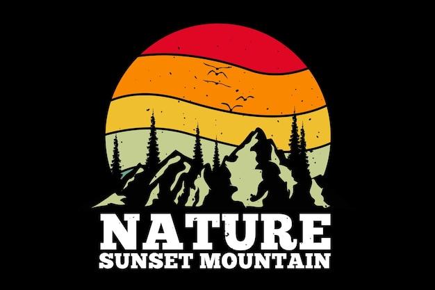 Design de t-shirt com pinheiro da natureza da montanha em estilo retro Vetor Premium