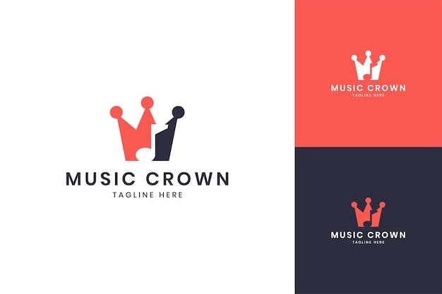 Design do logotipo do espaço negativo da coroa musical
