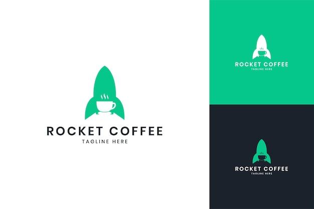 Design do logotipo do espaço negativo do café rocket