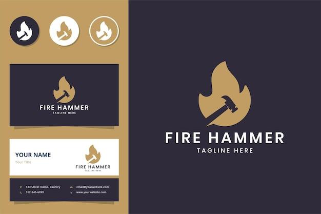Design do logotipo do espaço negativo do martelo de fogo