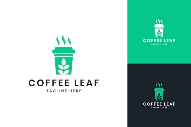 Design do logotipo do espaço negativo leaf coffee