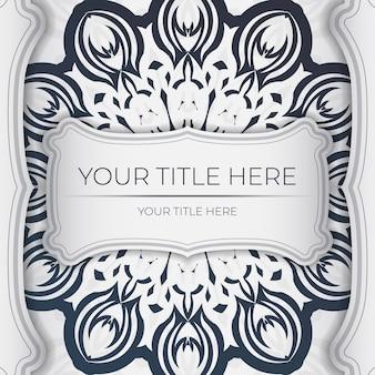 Design elegante de cartão postal pronto para imprimir em branco com padrões vintage em azul escuro. modelo de cartão de convite com ornamento grego.