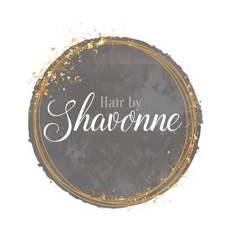Design elegante de logotipo pintado à mão com elementos decorativos de ouro brilhante