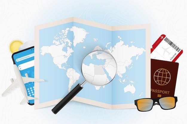 Destino de viagem egito, turismo com equipamento de viagem e mapa mundial