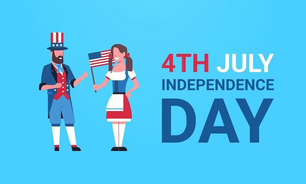 Dia da independência 4 de julho casal homem mulher roupas tradicionais bandeira dos eua comemorando boné