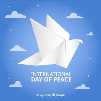 Dia da paz de origami com pomba e nuvens