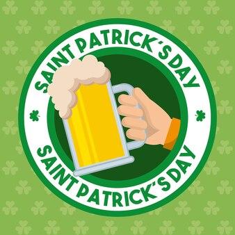 Dia de são patrício, emblema, mão, segurando, gelado, cerveja