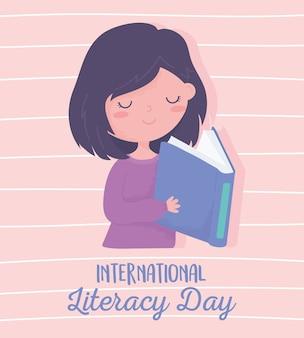 Dia internacional da alfabetização, livro de leitura de linda garota, fundo listrado