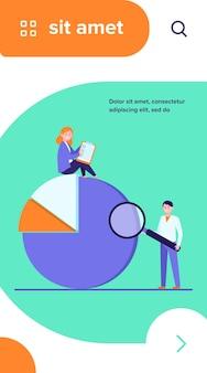 Diagrama de análise de profissionais. duas pessoas com formulário de pesquisa e lupa, gráfico de pizza ilustração vetorial plana