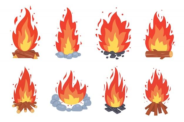 Diferentes tipos de fogueira. quadros de fogueira ardente. acampamento coleção de fogo. lareira com brasas ou lenha no conjunto de estilo dos desenhos animados.